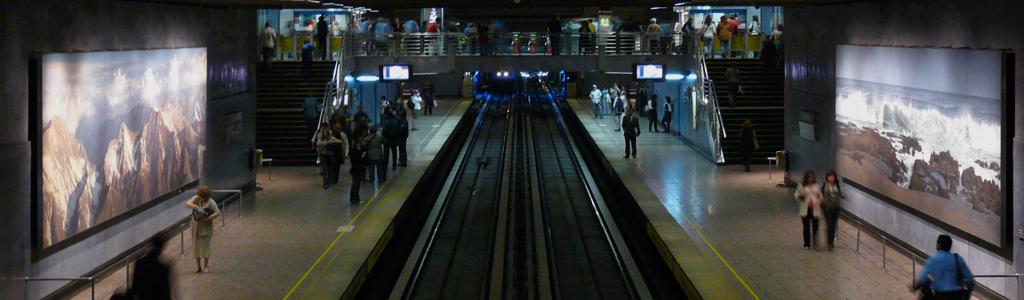 Pinturas murales en el metro chile hoy for Mural metro u de chile